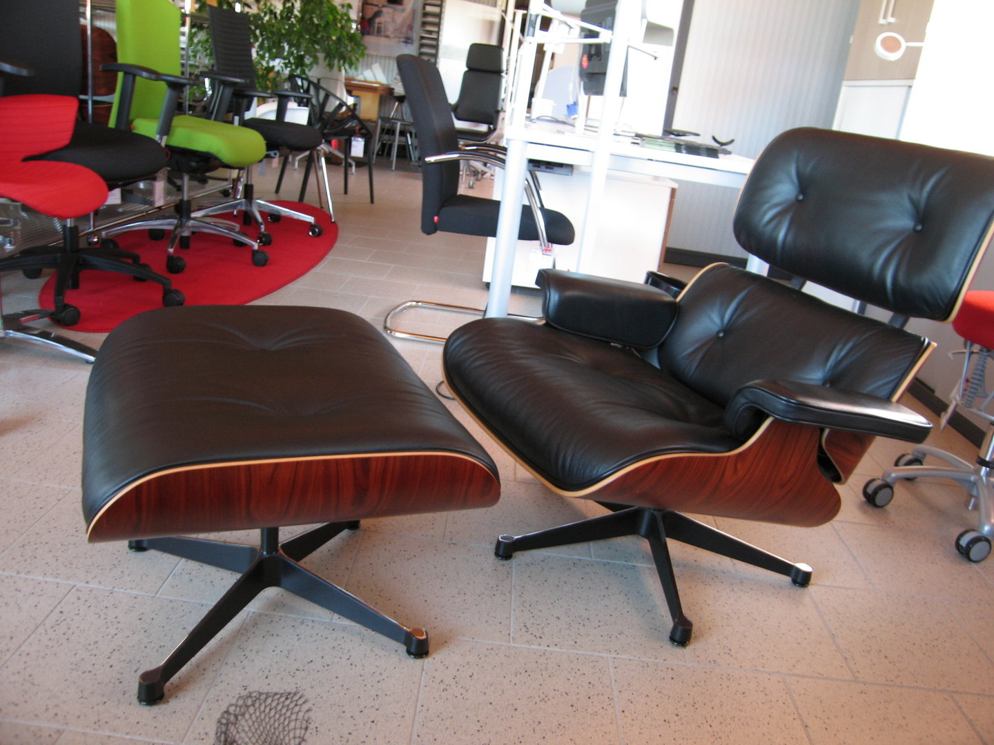 Charles Eames Lounge ...